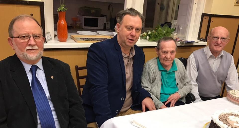 95 évesen is olvas és rejtvényt fejt