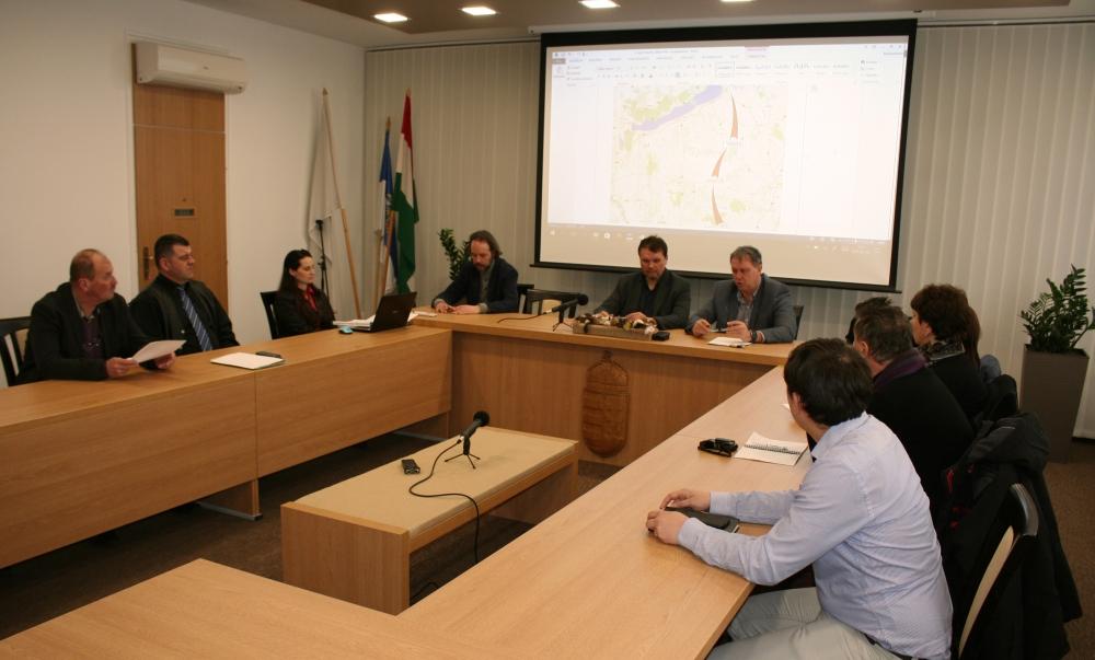 Már egyeztetnek a polgármesterek a tervezett kerékpárútról