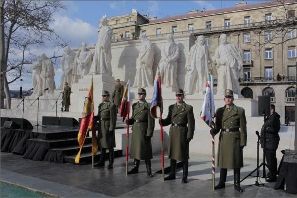 A Kossuth-szoborcsoport újraavatása