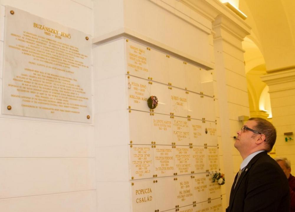 Buzánszky Jenő emléke előtt tisztelegtek