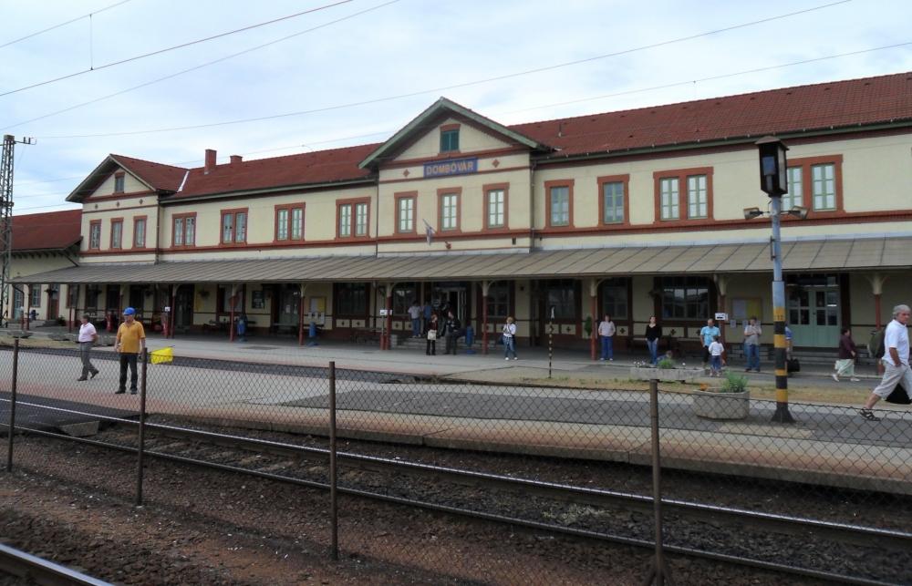Nem egyszerű vonattal eljutni a fővárosba és onnan vissza