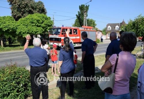 Négy dombóvári tűzoltót jutalmaztak